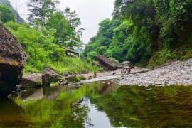 骑记:成都周边避暑清凉小溪,王婆岩耍水品尝桑拿鸡